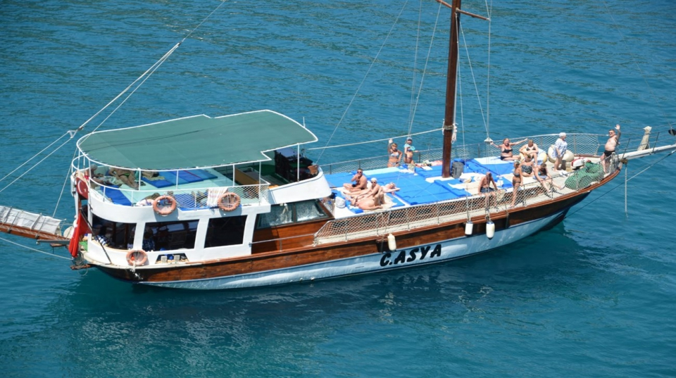 CLASSIC YACHT TOUR ( Small Groups)